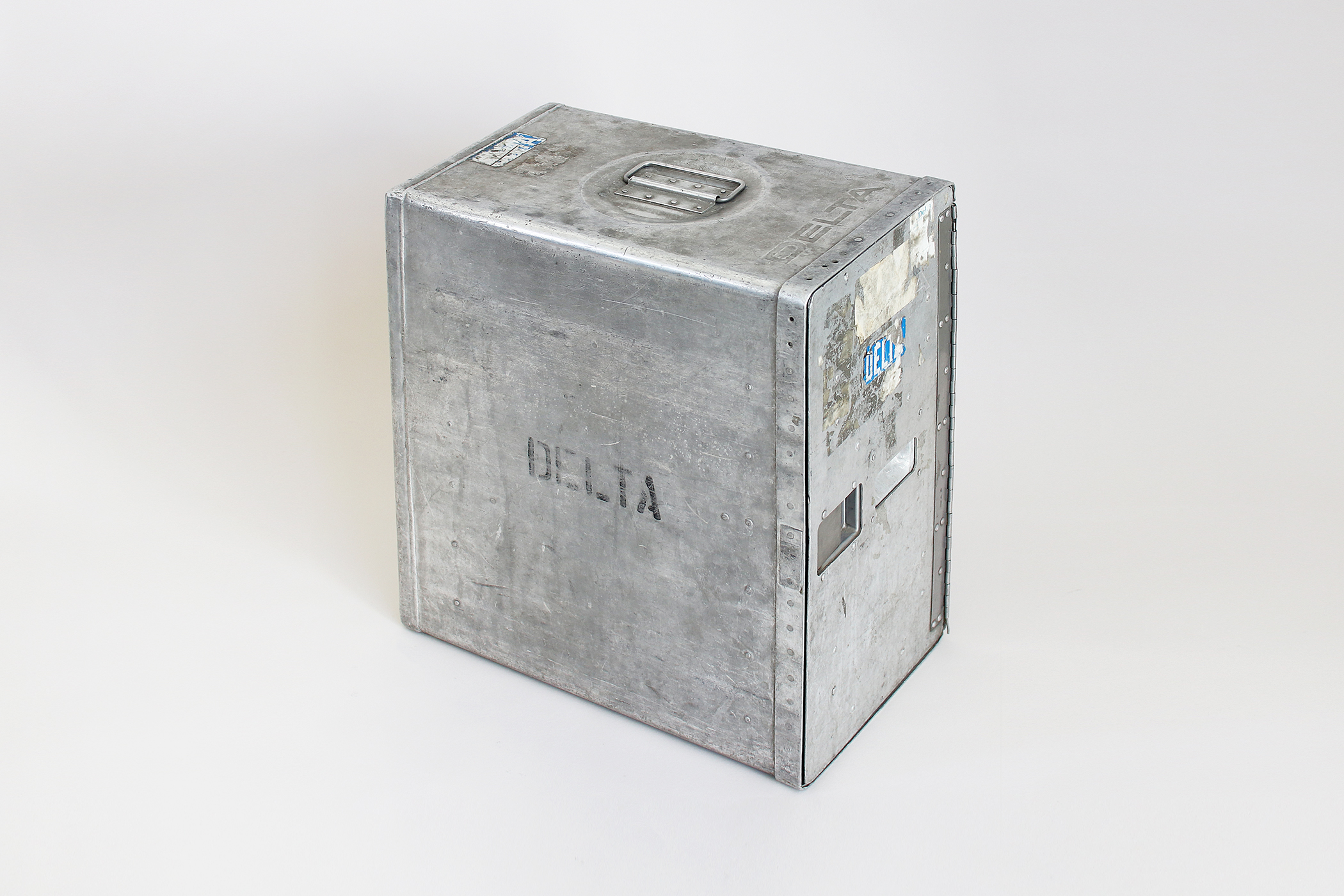 DELTA AIRLINE GALLEY  ALUMINUMCONTAINER