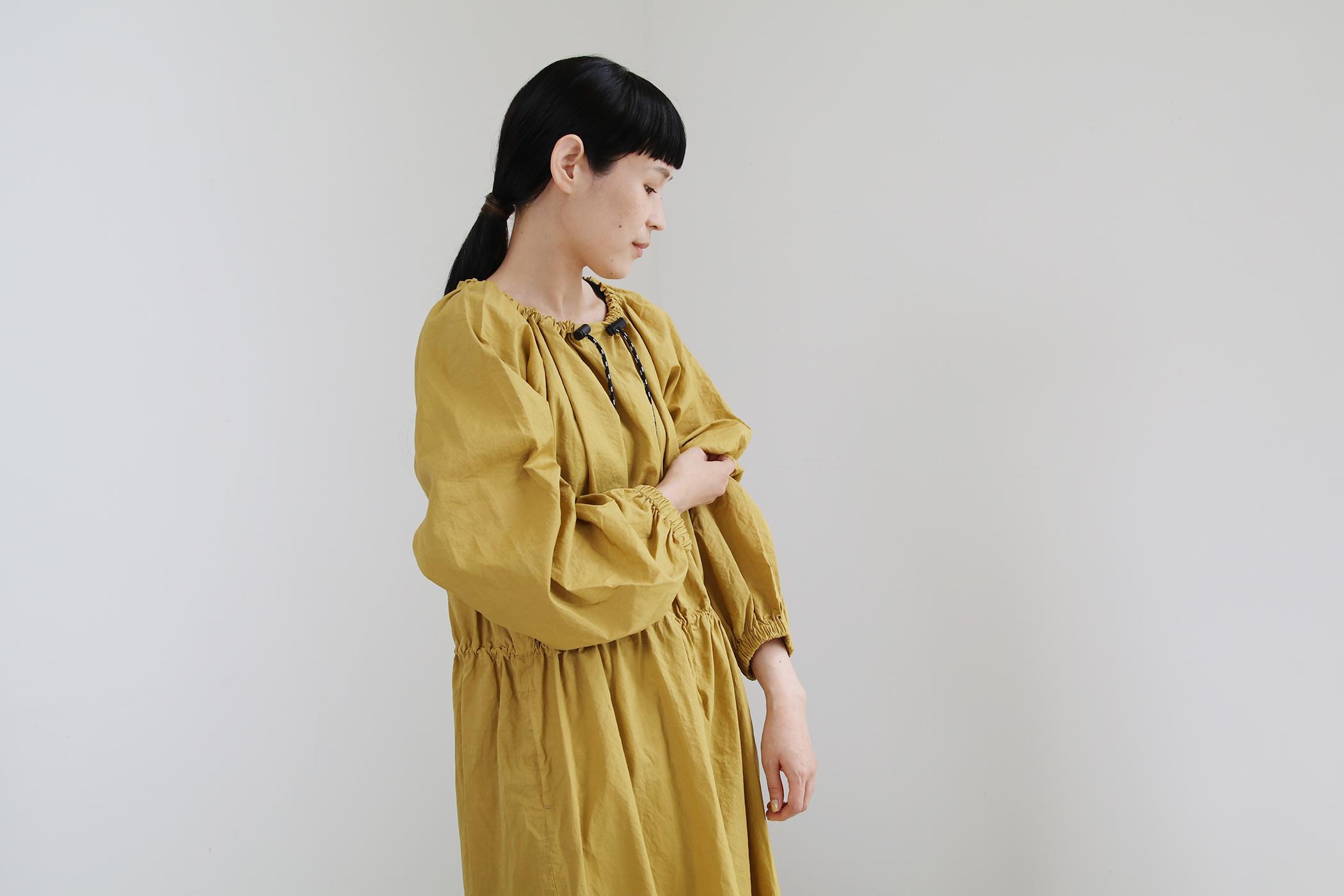 GARMENT DYE SMOCK DRESS【全2色】